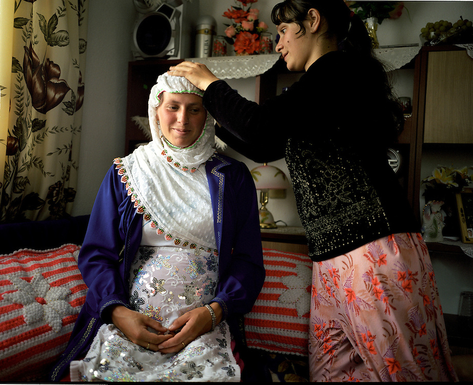 The bride Fatma is pregnant 6 months after the wedding. The baby is due in October 2006.