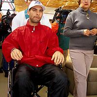 Metepec, Méx.- El futbolista Mexicano Rafael Marquez despúes de la operación de dos hernias inguinales efectuada en un hospital de esta ciudad anunció que el tres de enero se presentará con su equipo el Monaco normalmente, en la gráfica de acompaña su madre. Agencia MVT / Mario Vázquez de la Torre.