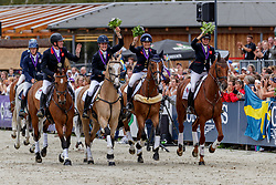 Team Great Britain<br /> Luhmühlen - LONGINES FEI Eventing European Championships 2019<br /> COOK Kristina	(GBR), Billy the Red<br /> FRENCH Piggy (GBR), Quarrycrest Echo<br /> FUNNELL Pippa (GBR), Majas Hope<br /> TOWNEND Oliver (GBR), Cooley Master Class<br /> Siegerehrung Europameisterschaft Teamentscheidung<br /> 01. September 2019<br /> © www.sportfotos-lafrentz.de/Stefan Lafrentz