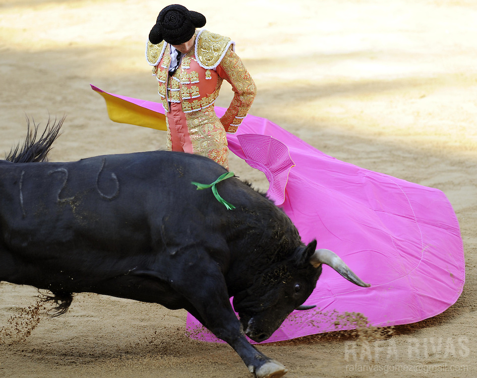 French matador Sebastian Castella fights with capote his Fuente Ymbro fighting bull, during the third corrida of the San Fermin festivities, on July 9, 2008, in Pamplona, north of Spain.