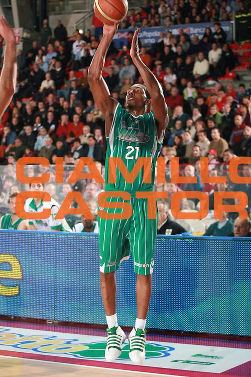 DESCRIZIONE : Varese Lega A 2009-10 Cimberio Varese Air Avellino<br /> GIOCATORE : DeMarcus Nelson<br /> SQUADRA : Air Avellino<br /> EVENTO : Campionato Lega A 2009-2010 <br /> GARA : Cimberio Varese Air Avellino<br /> DATA : 08/11/2009 <br /> CATEGORIA : Tiro<br /> SPORT : Pallacanestro <br /> AUTORE : Agenzia Ciamillo-Castoria/S.Ceretti<br /> Galleria : Lega Basket A 2009-2010 <br /> Fotonotizia : Varese Campionato Italiano Lega A 2009-2010 Cimberio Varese Air Avellino<br /> Predefinita :