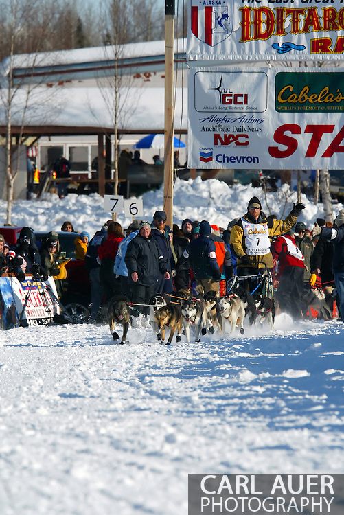 3/4/2007:  Willow, Alaska -  Veteran Zack Steer of Sheep Mountain, AK waves to the crowd as he leaves the start line on his way to Nome in the 35th Iditarod Sled Dog Race