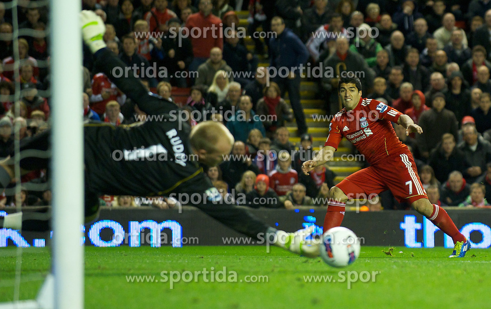 22.10.2011, Anfield Stadion, Liverpool, ENG, PL, FC Liverpool - Norwich City, im Bild Liverpool's Luis Alberto Suarez Diaz misses a late chance against Norwich City's goalkeeper John Ruddy during the Premiership match at Anfield // during the Premier League football match between FC Liverpool - Norwich City, at Anfield Stadium, Liverpool, United Kingdom on 22/10/2011. EXPA Pictures © 2011, PhotoCredit: EXPA/ Propaganda Photo/ David Rawcliff +++++ ATTENTION - OUT OF ENGLAND/GBR+++++