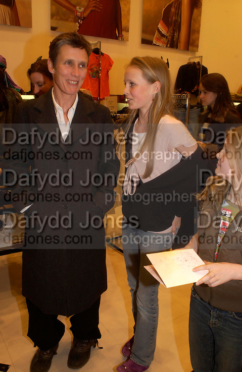 Sophie Hicks. H&M Flagship Store launch. at 17-21 Brompton Road, Knightsbridge. London. SW1. 23  March 2005. ONE TIME USE ONLY - DO NOT ARCHIVE  © Copyright Photograph by Dafydd Jones 66 Stockwell Park Rd. London SW9 0DA Tel 020 7733 0108 www.dafjones.com