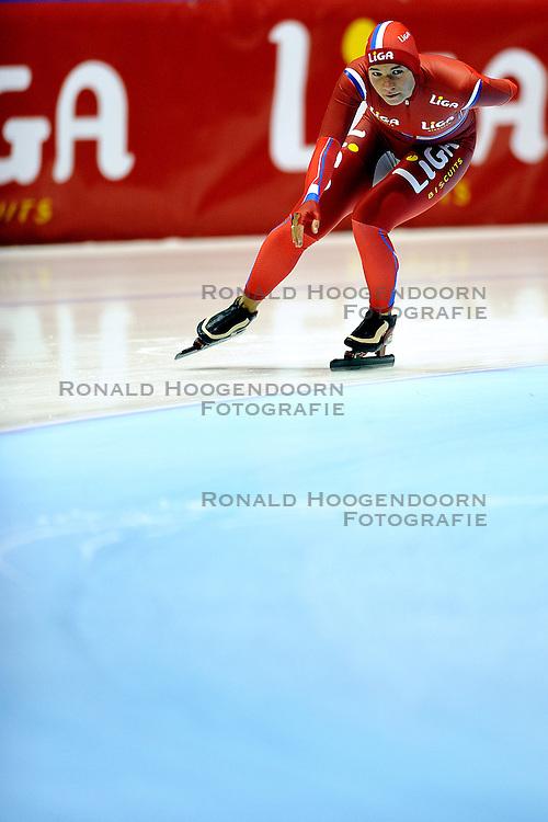 06-10-2011 SCHAATSEN: PERSPRESENTATIE LIGA SCHAATSTEAM: HEERENVEEN<br /> Linda de Vries<br /> &copy;2011-FotoHoogendoorn.nl