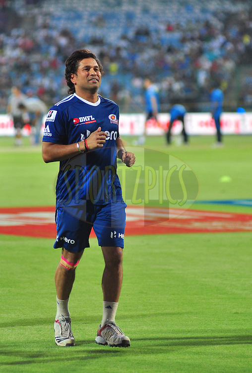 Sachin Tendulkar of Mumbai Indians warmup during match 36 of the the Indian Premier League ( IPL) 2012  between The Delhi Daredevils and the Mumbai Indians held at the Feroz Shah Kotla, Delhi on the 27th April 2012..Photo by Arjun Panwar/IPL/SPORTZPICS