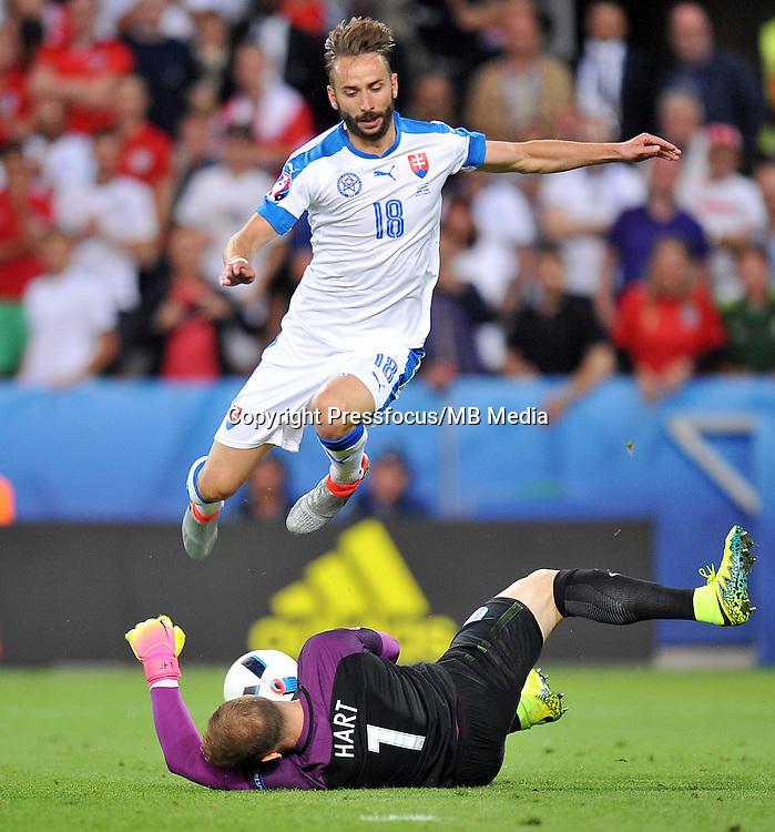 2016.06.20 Saint Etienne<br /> Pilka nozna Euro 2016<br /> mecz grupy B Slowacja - Anglia<br /> N/z Joe Hart Dusan Svento<br /> Foto Norbert Barczyk / PressFocus<br /> <br /> 2016.06.20 Saint Etienne<br /> Football UEFA Euro 2016 group B game between Slovakia and England<br /> Joe Hart Dusan Svento<br /> Credit: Norbert Barczyk / PressFocus