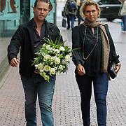 NLD/Amstelveen/20120917 - Uitvaart Rosemarie Smid - Giesen van der Sluis, Danny de Munk en partner Jenny Sluyter