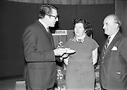 """17/09/1968<br /> 09/17/1968<br /> 17 September 1968<br /> Roma Foods launch new cookery competition at a reception in Liberty Hall, Dublin. The """"Great Pasta Recipe Competition"""" was sponsored by Roma Food Products Ltd. in conjunction with Alitalia Airlines and the Italian State Tourist Office. Picture shows (l-r): Dr Francesco Landuzzi, Director of The Italian State Tourist Office, Dublin with Miss Honor Moore and Mr Jimmy Flahive, both of whom would judge the competition. Roma Foods lancia una nuova competizione di cucina alla reception della Liberty Hall: 'La ricetta della miglior pasta"""". L'immagine mostra due dei giudici della gara."""