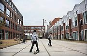 Nederland, Nijmegen, 1-12-2009Het Nijmeegse bouwproject De Dobbelman heeft de Gouden Piramide gewonnen, zo heeft minister Gerda Verburg bekendgemaakt. De Gouden Piramide is de jaarlijkse Rijksprijs voor inspirerend opdrachtgeverschap in de architectuur, stedenbouw, landschapsarchitectuur, infrastructuur en ruimtelijke ordening.Het terrein van de voormalige zeepfabriek Dobbelman in de Nijmeegse wijk Bottendaal heeft in de afgelopen jaren een complete metamorfose ondergaan. In vier jaar tijd is het heringericht tot woonwijk. De wijk kenmerkt zich door verschillende woningtypen, kleine bedrijven en het aanbod van verschillende voorzieningen.Foto: Flip Franssen