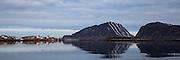 Fl&aring;v&aelig;r is a small group of islets and rocks in Her&oslash;yfjord in the municipality Her&oslash;y, located in the county Sunnm&oslash;re at the west coast of Norway. It includes the island Fl&aring;v&aelig;r, Husholmen, Torvholmen and Varholmen. The archipelago was inhabited until the mid 1980's. Varholmen to the left in the picture |<br /> Fl&aring;v&aelig;r er en liten gruppe med holmer og skj&aelig;r i Her&oslash;yfjorden i Her&oslash;y p&aring; Sunnm&oslash;re, og omfatter holmene Fl&aring;v&aelig;r, Husholmen, Torvholmen og Varholmen. &Oslash;ygruppa var bebodd til midt p&aring; 1980 tallet. Varholmen i venstre del av bildet.