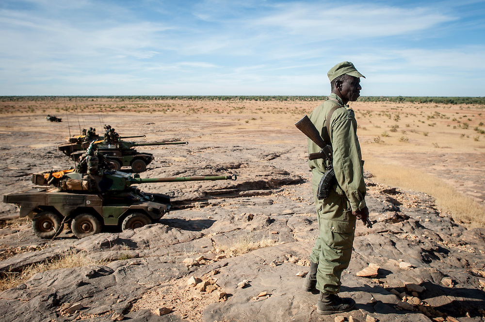21/01/2013. Sévare, Mali. Militaires français pendant une mission de sécurisation de l'aéroport de la ville en coordination avec l'armée malienne. ©Sylvain Cherkaoui