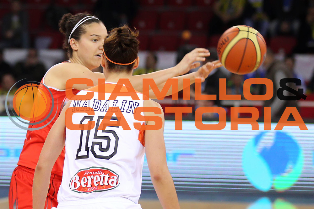 DESCRIZIONE : Istanbul Fiba Europe Euroleague Women 2011-2012 Final Eight Beretta Famila Schio Rivas Ecopolis<br /> GIOCATORE : Laura Nicholls<br /> SQUADRA : Rivas Ecopolis<br /> EVENTO : Euroleague Women<br /> 2011-2012<br /> GARA : Beretta Famila Schio Rivas Ecopolis<br /> DATA : 29/03/2012<br /> CATEGORIA : <br /> SPORT : Pallacanestro <br /> AUTORE : Agenzia Ciamillo-Castoria/ElioCastoria<br /> Galleria : Fiba Europe Euroleague Women 2011-2012 Final Eight<br /> Fotonotizia : Istanbul Fiba Europe Euroleague Women 2011-2012 Final Eight Beretta Famila Schio Rivas Ecopolis<br /> Predefinita :