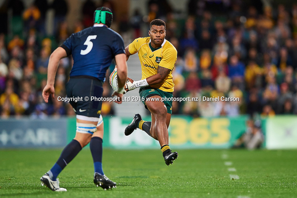 Samu Kerevi of the Qantas Wallabies goose steps with a fake pass during the Rugby Championship test match between the Australian Qantas Wallabies and Argentina's Los Pumas from NIB Stadium - Saturday 17th September 2016 in Perth, Australia. © Copyright Photo by Daniel Carson / www.photosport.nz)
