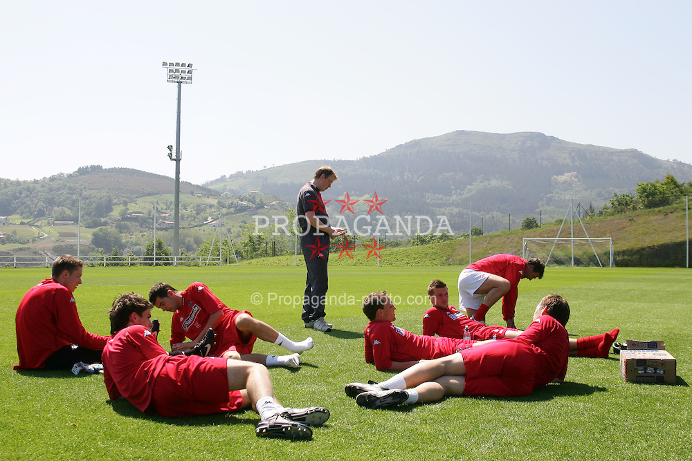 SAN SEBASTIAN, SPAIN - THURSDAY, MAY 19th, 2005: Wales' players relaxing afer a squad training 'get-together' in San Sebastian, Spain. Also head of international affairs Mark Evans. (Pic by David Rawcliffe/Propaganda)