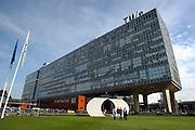 Nederland, Eindhoven, 8-10-2004..Hoofd gebouw van de technische universiteit, tu, t.u. TU/e. wetenschappelijk onderwijs, techniek, onderzoek, uitvindingen, beta studies, exacte vakken...Foto: Flip Franssen/Hollandse Hoogte
