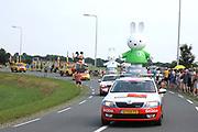 Tweede etappe van de Tour de France van Utrecht naar Neeltje Jans over 166 kilometer, gefotografeerd bij de Meern <br /> <br /> Second stage of the Tour de France from Utrecht to Neeltje Jans about 166 kilometers, photographed at the Meern<br /> <br /> Op de foto:  Reclamecaravaan
