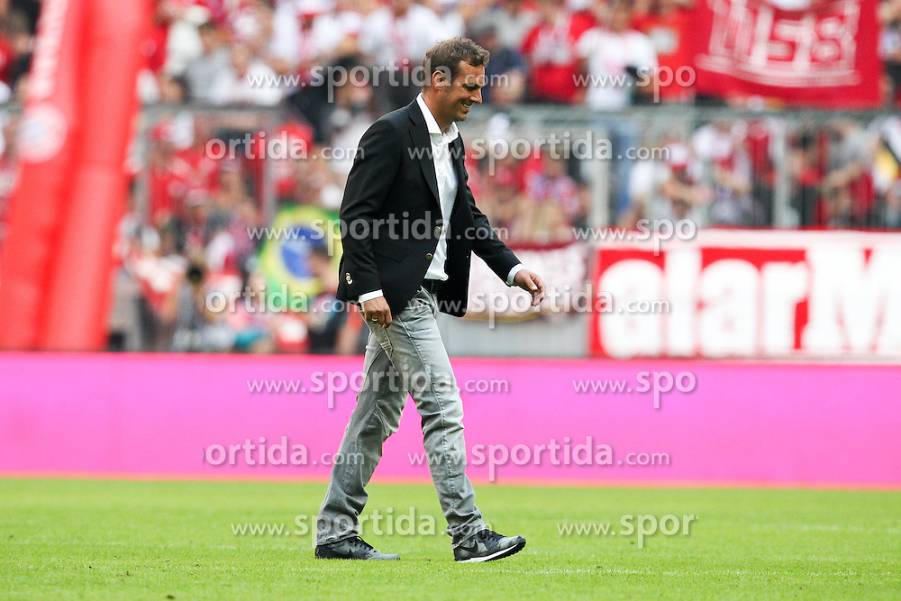 12.09.2015, Allianz Arena, Muenchen, GER, 1. FBL, FC Bayern Muenchen vs FC Augsburg, 4. Runde, im Bild enttaeuschung bei Chef-Trainer Markus Weinzierl (FC Augsburg) geht vom Platz // during the German Bundesliga 4th round match between FC Bayern Munich and FC Augsburg at the Allianz Arena in Muenchen, Germany on 2015/09/12. EXPA Pictures &copy; 2015, PhotoCredit: EXPA/ Eibner-Pressefoto/ Kolbert<br /> <br /> *****ATTENTION - OUT of GER*****