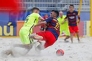 Levante's Juanito and Bruno X. of Barcelone tussle for the ball at the Mundialito de Clubes 2015. Foto: Marcello Zambrana/Divulgação