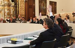 17.12.2013, Landtag, Graz, AUT, Sondersitzung des Steiermaerkischen Landtags mit Beschluss der Gemeindestrukturreform, im Bild die Abstimmung, EXPA Pictures © 2013, PhotoCredit: EXPA/ Erwin Scheriau