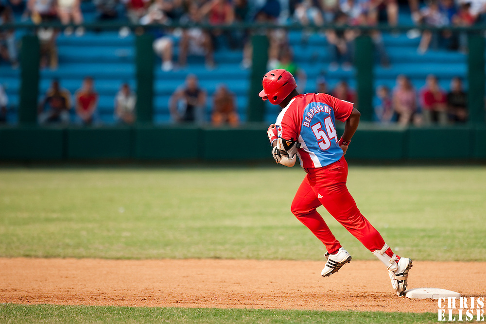 15 February 2009: Alfredo Despaigne of the Orientales runs the base after hitting an homerun during a training game of Cuba Baseball Team for the World Baseball Classic 2009. The national team is pitted against itself, divided in two teams called the Occidentales and the Orientales. The Orientales win 12-8, at the Latinoamericano stadium, in la Habana, Cuba.