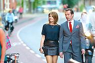 AMSTERDAM - In de DeLaMar Theater is de rode loper uitgelegd voor 'Doris'. Met hier op de foto  Kim van Kooten met partner Jakob Derwig. FOTO LEVIN DEN BOER - PERSFOTO.NU