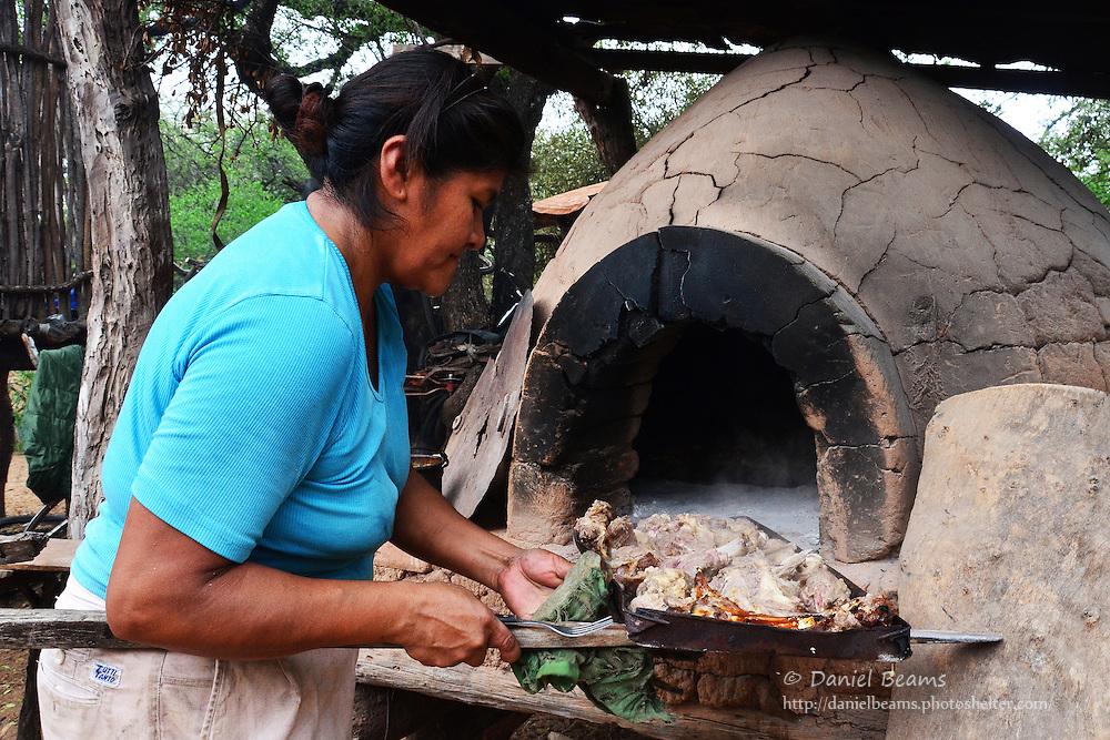 Guarani mud brick oven in Isosog