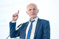 """27 JUN 2017, BERLIN/GERMANY:<br /> Rainer Baake, Staatssekretaer im Bundesministerium fuer Wirtschaft und Energie, 25. bbh-Energiekonferenz """"Letzte Ausfahrt Dekarbonisierung Energie- und Mobilitätswende"""", Französischer Dom<br /> IMAGE: 20170627-01-126"""