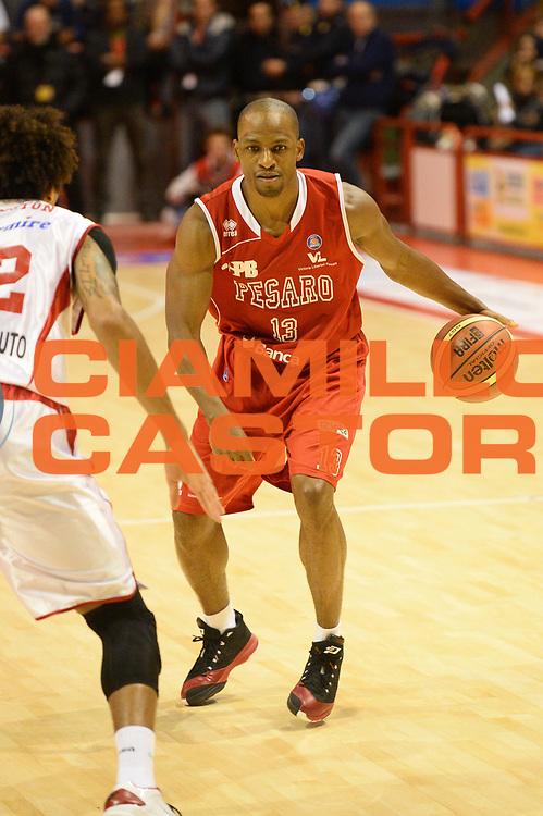 DESCRIZIONE : Pistoia Lega serie A 2013/14  Giorgio Tesi Group Pistoia Pesaro<br /> GIOCATORE : Young Alvin<br /> CATEGORIA : palleggio<br /> SQUADRA : Pesaro Basket<br /> EVENTO : Campionato Lega Serie A 2013-2014<br /> GARA : Giorgio Tesi Group Pistoia Pesaro Basket<br /> DATA : 24/11/2013<br /> SPORT : Pallacanestro<br /> AUTORE : Agenzia Ciamillo-Castoria/M.Greco<br /> Galleria : Lega Seria A 2013-2014<br /> Fotonotizia : Pistoia  Lega serie A 2013/14 Giorgio  Tesi Group Pistoia Pesaro Basket<br /> Predefinita :
