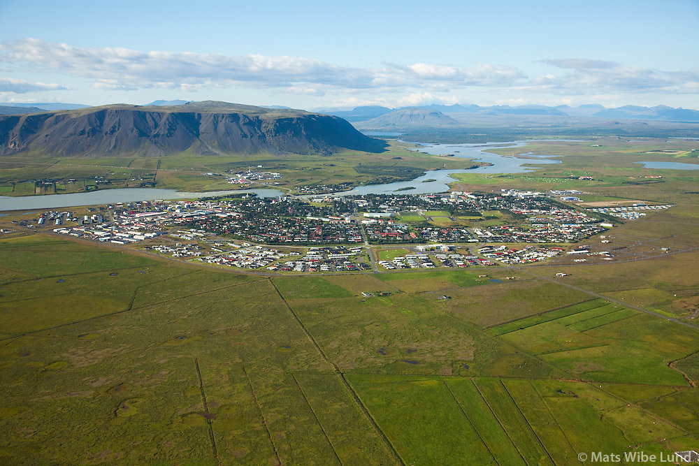 Selfoss séð til norðurs, Árborg / Selfoss - Arborg  viewing north. Olfusa river and mount Ingolfsfjall in background.South Iceland
