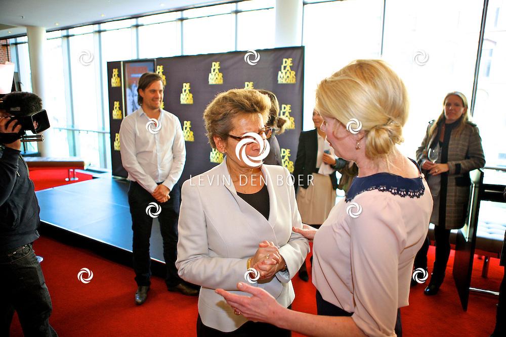 AMSTERDAM - In theater De LaMar werd een perspresentatie gehouden over het nieuwe seizoen. Met op de foto actrice Tjitske Reidinga en Janine Klijburg. FOTO LEVIN DEN BOER - PERSFOTO.NU