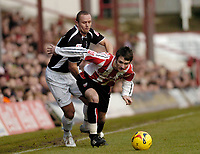Photo: Leigh Quinnell.<br /> Brentford v Swansea City. Coca Cola League 1.<br /> 26/12/2005. Swanseas Lee Trundle battles with Brentfords Sam Tillen.