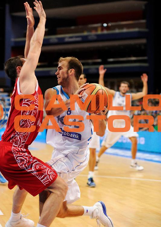 DESCRIZIONE : Vilnius Lithuania Lituania Eurobasket Men 2011 Second Round Grecia Russia Greece Russia<br /> GIOCATORE : Nick Calathes<br /> SQUADRA : Grecia Greece<br /> EVENTO : Eurobasket Men 2011<br /> GARA : Grecia Russia Greece Russia<br /> DATA : 10/09/2011<br /> CATEGORIA : penetrazione<br /> SPORT : Pallacanestro <br /> AUTORE : Agenzia Ciamillo-Castoria/JF Molliere<br /> Galleria : Eurobasket Men 2011<br /> Fotonotizia : Vilnius Lithuania Lituania Eurobasket Men 2011 Second Round Grecia Russia Greece Russia<br /> Predefinita :