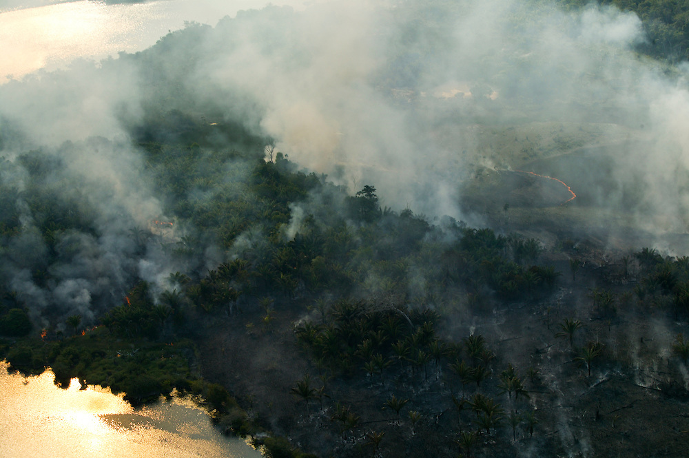 Dec. 8, 2003. Fire clears rain forest land for cattle and soy plantations in Para State, Brazil. ©Daniel Beltra