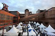 28-8-2010, Essen, DuitslandRuhrgebied, Zeche Zollverein. Deze voormalige kolenmijn staat op de werelderfgoed lijst van UNESCO, en is belangrijkste onderdeel van de culturele hoofdstad van Europa, Ruhr 2010. Dit weekeind vindt er een presentatie plaats voor de bevolking van horecabedrijven uit de regio.Foto: Flip Franssen/Hollandse Hoogte
