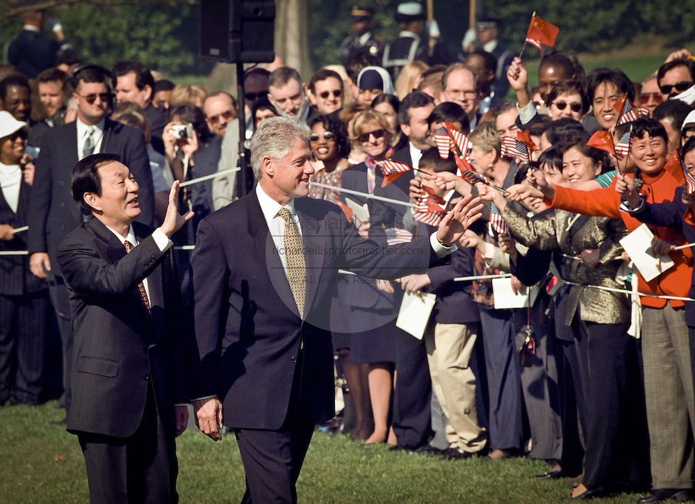 US President Bill Clinton and Chinese Premier Zhu Rongji wave during the official arrival ceremony at the White House April 8, 1999 in Washington D.C.