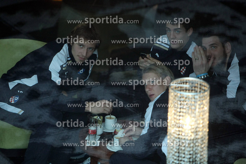 22.11.2011, Estadio Santiago Bernabéu, Madrid, ESP, UEFA CL, Gruppe D, Real Madrid (ESP) vs Dinamo Zagreb (CRO) im Bild Filip Loncaric, Domagoj Vida, Mateo Kovacic and Ivan Kelava of Dinamo Zagreb relax in lobby of their hotel in Madrid on November 22, 2011. This evening FC Dinamo Zagreb will play 5th round of group D match of European Champions League against FC Real Madrid. EXPA Pictures © 2011, PhotoCredit: EXPA/ nph/ PIXSELL/ Sajin Strukic..***** ATTENTION - OUT OF GER, CRO *****