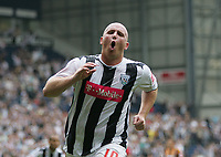 Photo: Lee Earle.<br /> West Bromwich Albion v Hull City. Coca Cola Championship. 05/08/2006. Albion's John Hartson celebrates after scoring their second goal.