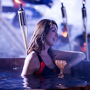 DUI/Hinterzarten/20130212 - Opname Vliegende Hollanders 2013 - Sterren van de Schans, Kelly van der Veer in een hottub in bikini