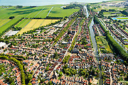 Nederland, Noord-Holland, Edam, 05-08-2014; centrum Edam met Nieuwe Haven en Oorgat richting IJsselmeer en  Fort bij Edam.<br /> Historical village Edam.<br /> luchtfoto (toeslag op standard tarieven);<br /> aerial photo (additional fee required);