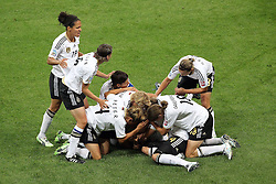 30.06.2011, Commerzbank Arena, Frankfurt, GER, FIFA Women Worldcup 2011, Gruppe A, Deutschland (GER) vs. Nigeria (NGA), im Bild:  Torjubel / Jubel  Deutschland nach dem 1:0 durch Simone Laudehr (GER #06, Duisburg)..// during the FIFA Women Worldcup 2011, Pool A, Germany vs Nigeria on 2011/06/30, Commerzbank Arena, Frankfurt, Germany.  EXPA Pictures © 2011, PhotoCredit: EXPA/ nph/  Mueller *** Local Caption ***       ****** out of GER / CRO  / BEL ******