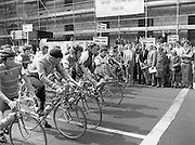 Calor/Kosangas Pro-Am Cycle Race.   (P85)..1984..01.05.1984..05.01.1984..1st May 1984..The Calor/Kosangas Pro-Am tour of Ireland cycle race set off from the G.P.O.in Dublin today...The flag isdropped and the tour officially gets under way for the first stage of the tour.