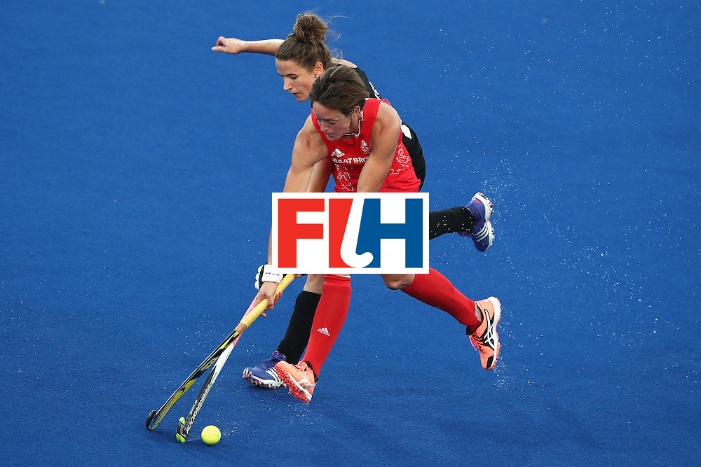 RIO DE JANEIRO, BRAZIL - AUGUST 17:  Hannah Macleod of Great Britain and Pippa Hayward of New Zealand compete for the ball during the womens semifinal match between the Great Britain and New Zealand on Day 12 of the Rio 2016 Olympic Games at the Olympic Hockey Centre on August 17, 2016 in Rio de Janeiro, Brazil.  (Photo by Mark Kolbe/Getty Images)
