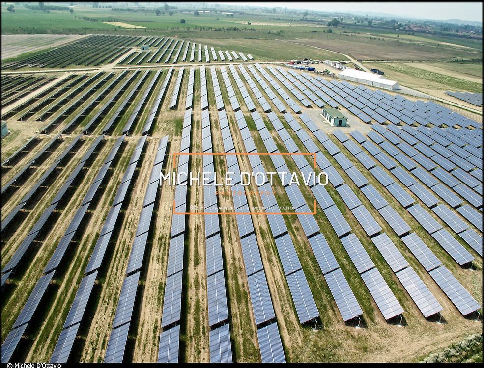 La centrale fotovoltaica del Comune di Cigliano, in provincia di Vercelli, sita presso l'ex cava recuperata dopo i lavori per l'alta velocità. Questo sarà il più grande impianto fotovoltaico finora realizzato in Italia, di 15 megawatt su oltre 40 ettari di terreno, per cui si risparmieranno oltre 5 mila tonnellate di Co2 all' anno, Il progetto è gestito dalla società italiana ENERMIL Energie Rinnovabili srl.