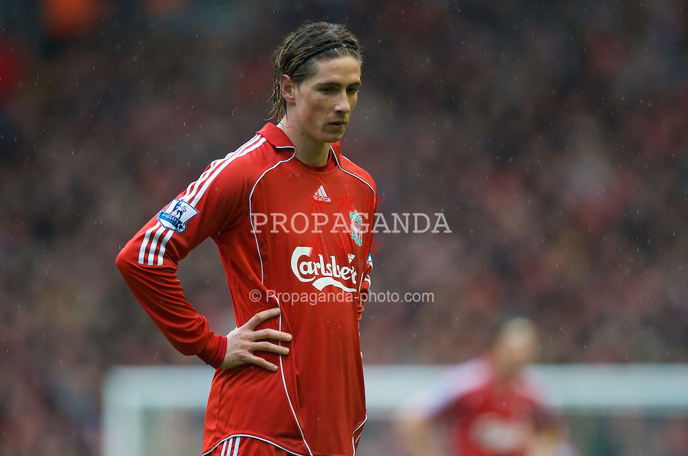 LIVERPOOL, ENGLAND - Saturday, March 8, 2008: Liverpool's Fernando Torres in action against Newcastle United during the Premiership match at Anfield. (Photo by David Rawcliffe/Propaganda)