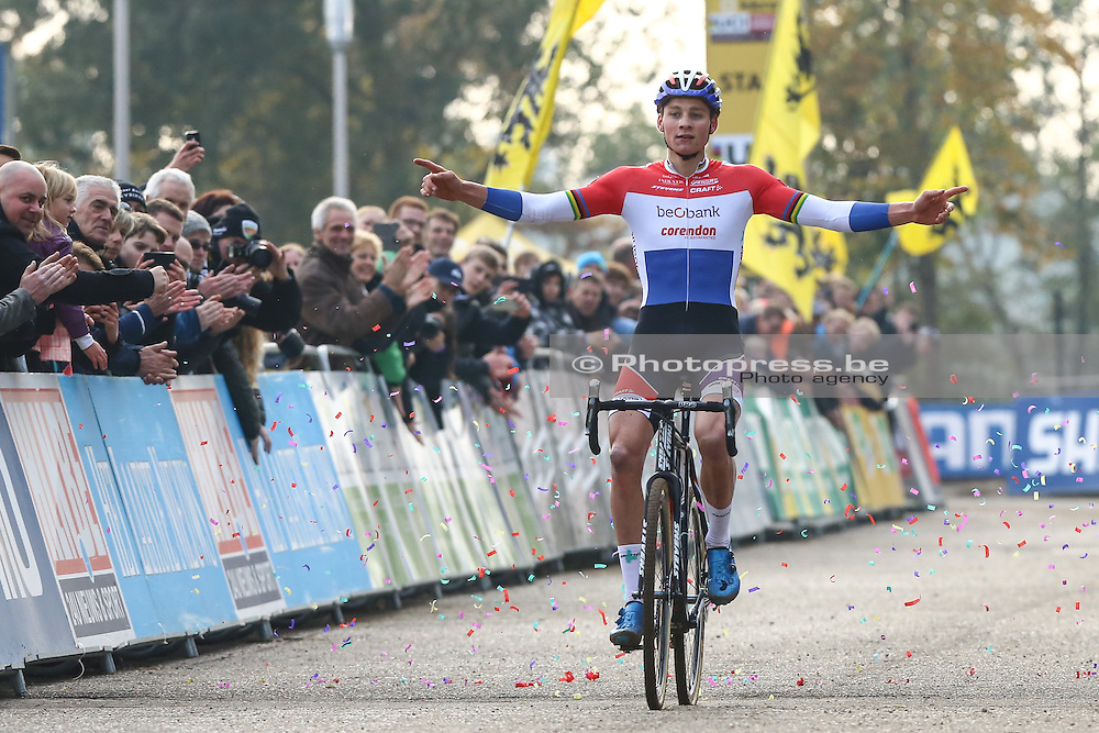 NETHERLANDS /  VALKENBURG / CYCLING / WIELRENNEN / CYCLISME / CYCLOCROSS / CYCLO-CROSS / VELDRIJDEN / WERELDBEKER / WORLD CUP #3 / COUPE DU MONDE / ELITE MEN / AANKOMST / ARRIVE / FINISH / VAN DER POEL MATHIEU (BEOBANK - CORENDON) /