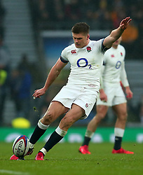 Owen Farrell of England kicks a penalty - Mandatory by-line: Robbie Stephenson/JMP - 18/11/2017 - RUGBY - Twickenham Stadium - London, England - England v Australia - Old Mutual Wealth Series