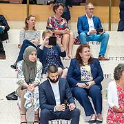 NLD/Den Haag/201905228 - Boekpresentatie winnares Heel Holland Bakt 2019 Anna aan Minister Bijleveld, familie, moeder en zus