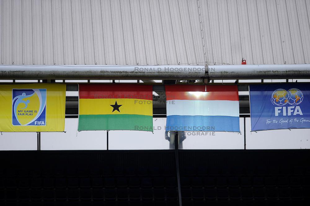 01-06-2010 VOETBAL: NEDERLAND - GHANA: ROTTERDAM<br /> Nederland wint vrij eenvoudig de oefenwedstrijd van Ghana / Vlaggen FiFA, Nederland en Ghana<br /> &copy;2010-WWW.FOTOHOOGENDOORN.NL