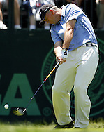 Tom Lehman of the US hits his tee shot on the first hole during the first day of the US Open Golf Championship at Winged Foot Golf Club in Mamaroneck, New York Thursday, 15 June 2006.